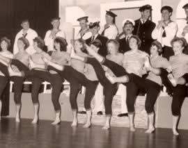 Revue van J.B. Wolters en de bladenmap in 1964