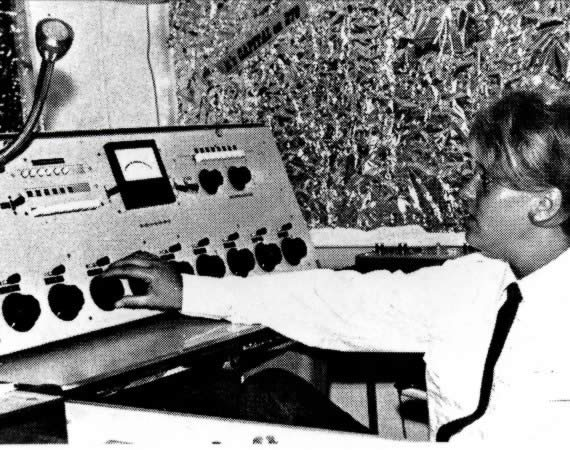 Acht vrouwen en een radiozendschip