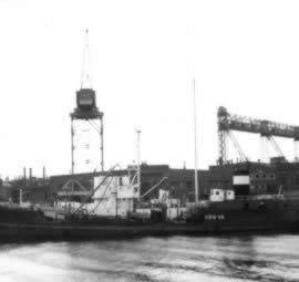De MV Galaxy in de haven van Hamburg