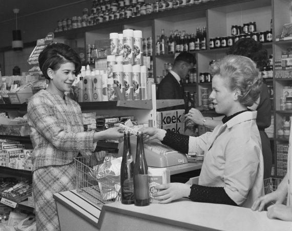 Terug naar 1964: REM, Saffier romans en de zelfbediening